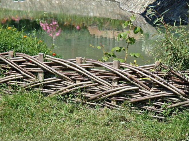 Забор с наклонным плетением