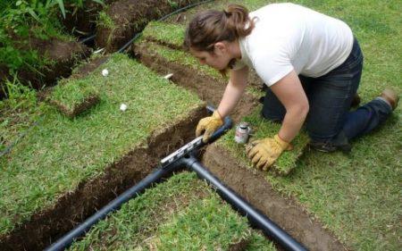 процесс установки подземного полива