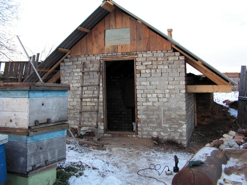 Строительство омшаника для зимовки пчел своими руками