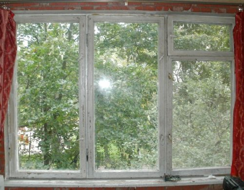 Старая деревянная рама от окна