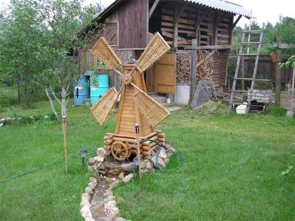 Ветряная мельница в соответствии со своим названиям должна располагаться на открытой ветру площадке, чтобы нормально функционировать